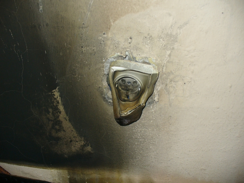 кривая розетка,после пожара