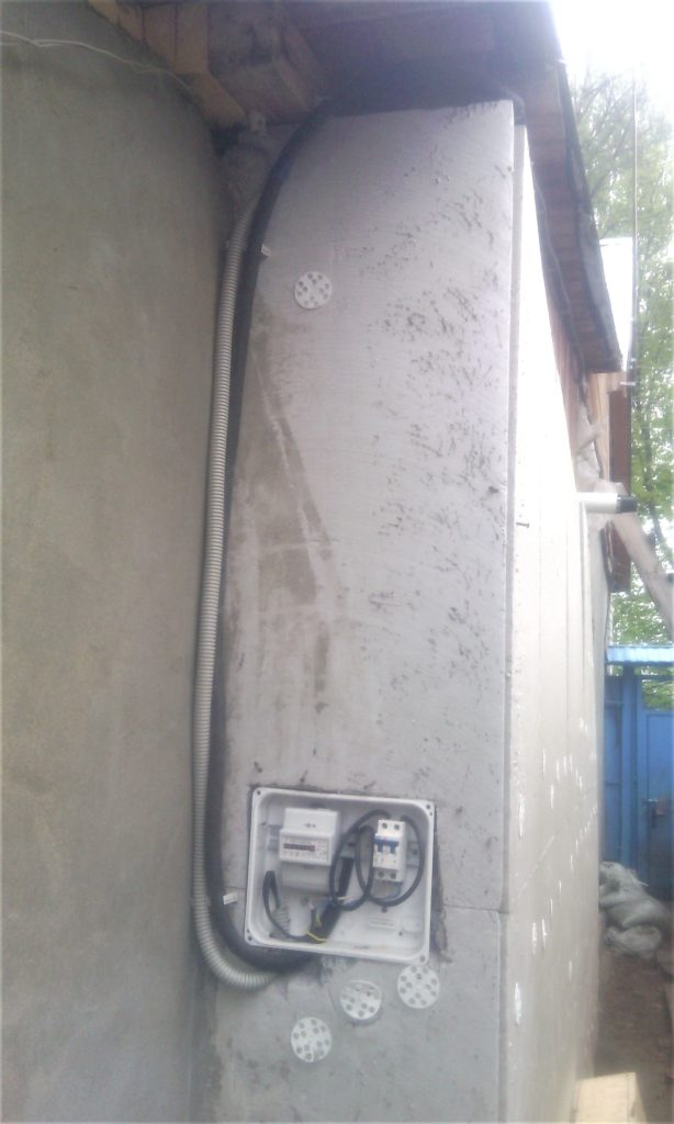 установка уличного электросчетчика
